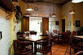 Interior Rumah Makan Meruyungan, by SaosKecap.com